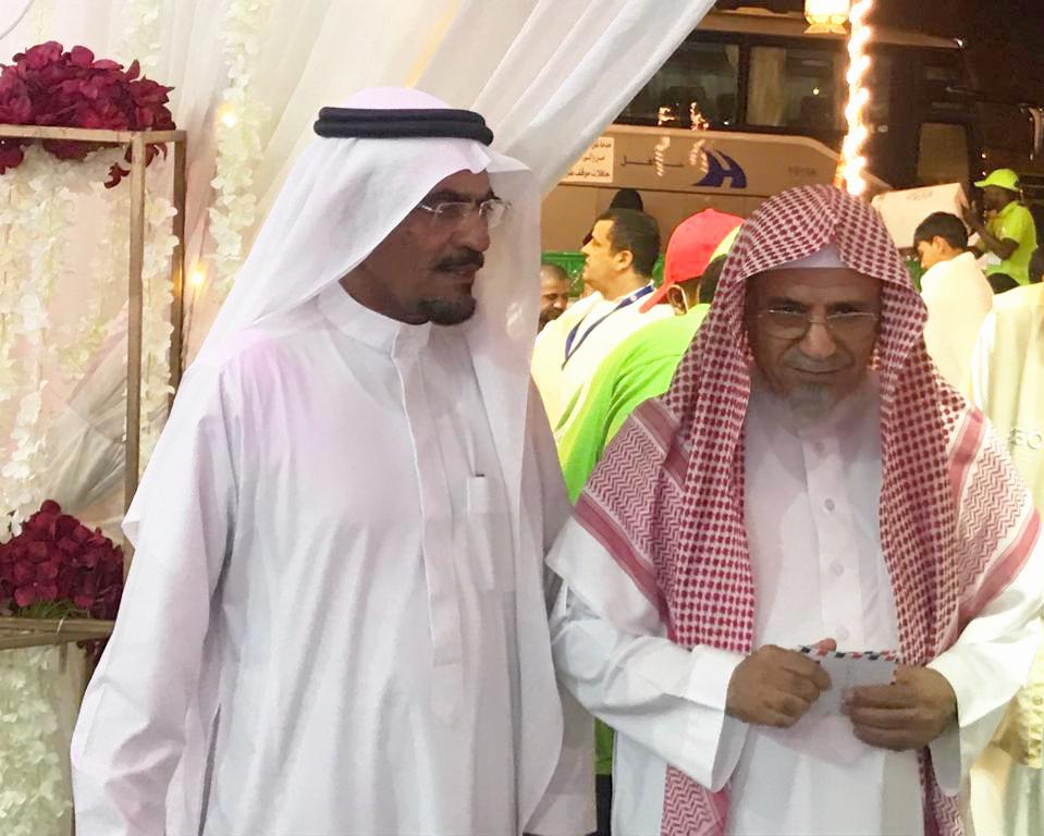 معالي الشيخ الدكتور صالح بن حميد والأستاذ سليمان الزايدي يزوران الخيمة الرمضانية