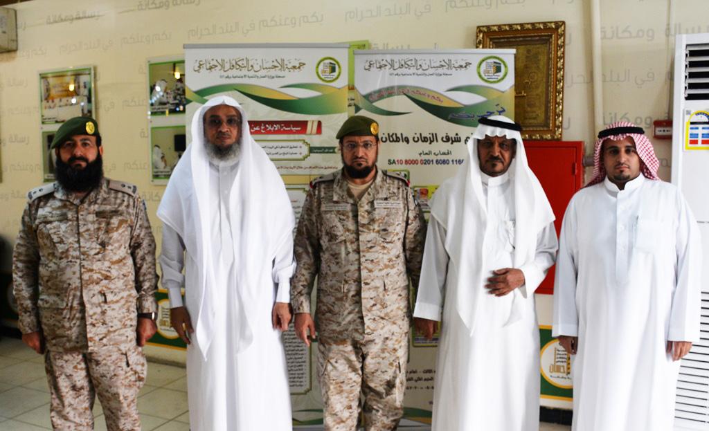 اللواء-العمري-والمقدم-التميمي-يشكران--إحسان--على-جهودها-في-خدمة-المجتمع